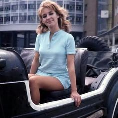 Caroline John who starred as Liz Shaw. A really lovely photo of one of my favourite companions. Doctor Who Cast, Watch Doctor, Eleventh Doctor, Doctor Who Assistants, Uk Tv Shows, Jon Pertwee, Doctor Who Companions, Blake Lively Style, Photography Movies