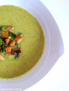Ich habe eine Weile an der perfekten Brokkolisuppe rumgekocht und bin nun endlich mit dem Ergebnis glücklich. Diese Suppe essen wir sehr gerne, da sie einfach schnell geht und super lecker ist.  I…