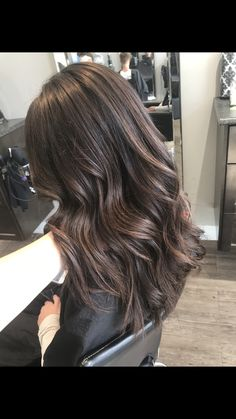 Brown Hair Balayage, Brown Blonde Hair, Brunette Hair, Hair Highlights, Dark Hair, Hair Cut Lengths, Brown Hair Inspiration, Dye My Hair, Dyes