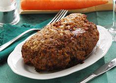 Una ricetta insolita ma dal successo assicurato, esclusivamente a base di verdure e aromi; si tratta di un polpettone arrosto preparato con lenticchie e noci, da servire in tavola per un pranzo di Natale o un cenone di Capodanno, per fare felici i vostri