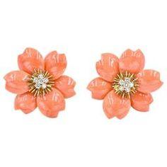 Van Cleef & Arpels Rose de Noel Coral clip on earrings Platinum Earrings, Coral Jewelry, Emerald Earrings, Flower Earrings, Clip On Earrings, Fine Jewelry, Stud Earrings, Beaded Jewelry, Jewellery