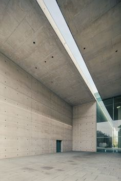 Image 2 of 19 from gallery of Crematorium Baumschulenweg / Shultes Frank Architeckten. Photograph by Mattias Hamrén Sacred Architecture, Concrete Architecture, Minimalist Architecture, Light Architecture, Residential Architecture, Architecture Details, Interior Architecture, Building Facade, Building Design