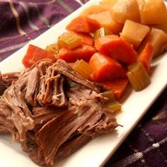 This is a very easy and delicious pot roast recipe. It's designed especially for the working person who does not have time to cook all day, but it tastes like you did. Crockpot Dishes, Crock Pot Slow Cooker, Crock Pot Cooking, Beef Dishes, Slow Cooker Recipes, Cooking Recipes, Pot Roast Recipes, Crockpot Recipes, Top Recipes
