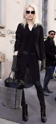 Street Style Chic minus the ugly hand bag
