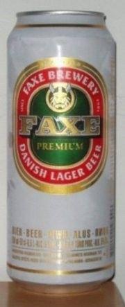 Cerveja Faxe Premium, estilo Premium American Lager, produzida por Faxe Bryggeri, Dinamarca. 5% ABV de álcool.