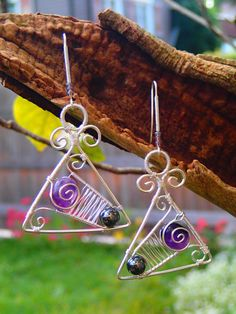 Silver wire earrings triangle with amethyst and von LaSolis auf Etsy Wire Necklace, Wire Earrings, Drop Earrings, Necklaces, Wind Chimes, Triangle, Amethyst, Handmade Jewelry, Gems
