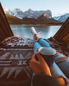 Kaffe und eine atemberaubende Aussicht | repinned by @hosenschnecke♡