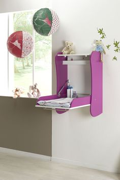 Wall mounted diaper changing station  Cambiador de pared plegable FLOR