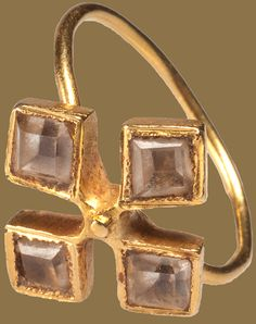 BAROQUE QUATREFOIL ROCK CRYSTAL RING Spain or the Netherlands, ca. 1600 Gold with 4 foiled rock crystals