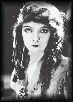 """I never approved of talkies. Silent movies were well on their way to developing an entirely new art form. It was not just pantomine, but something wonderfully expressive. Katharine Hepburn, Audrey Hepburn, Dorothy Gish, Lillian Gish, Hollywood Icons, Vintage Hollywood, Classic Hollywood, Montgomery Clift, Louise Brooks"
