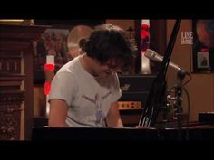 Jamie Cullum The Wind Cries Mary Unplugged live - You really can't beat this kind of raw, unadulterated talent.