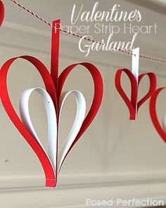 Guilande en papier en forme de coeur - Valentine's Day Paper Strip Heart Garland by Posed Perfection ~ an easy craft to make with what you have at home! Valentine Crafts For Kids, Valentines Day Party, Valentine Day Love, Valentines Day Decorations, Holiday Crafts, Holiday Fun, Valentine Ideas, Holiday Parties, Heart Garland