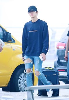 Jin His legs look so good in this picture Seokjin, Bts Airport, Airport Style, Airport Fashion, Bts Inspired Outfits, Kim Jin, Worldwide Handsome, Kpop Outfits, Fan Fiction