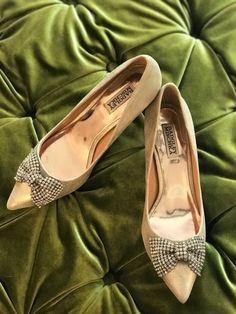 bdf97bf67d0 Womens BADGLEY MISCHKA Gold leather pumps with rhinestone bow Size US 8.5   fashion  clothing