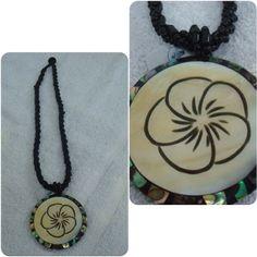 Colar Medalhão Flor www.munayartes.com