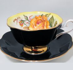 Royal alber, yellow rose with black tea cup. Antique Tea Cups, Vintage Cups, Vintage Tea, Vintage China, Cute Tea Cups, Fun Cup, Teapots And Cups, Teacups, China Tea Sets