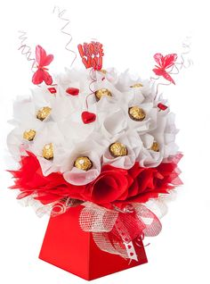Luxury chocolate bouquet arrangements from Coco Blooms - Love me do Bouquet Box, Candy Bouquet, Valentine Special, Valentines Diy, Candy Flowers, Paper Flowers, Chocolate Flowers Bouquet, Luxury Chocolate, Chocolate Chocolate