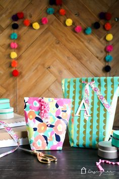 This is genius. Learn how to make a gift bag from wrapping paper. These are SO cute and are so much less expensive than store-bought gift bags. So excited about this DIY gift bag option! Diy Crafts Videos, Diy Crafts For Kids, Gifts For Kids, Diy Gift Bags From Wrapping Paper, Gift Wrapping, Wrapping Ideas, Craft Gifts, Diy Gifts, Homemade Gift Bags