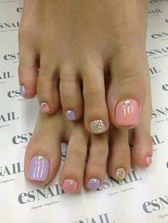 Pink liliac gold toe nails