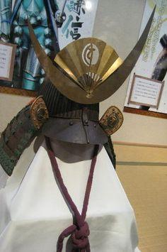 上杉家伝来 兜 Samurai Helmet, Samurai Armor, Cherry Blossom Japan, Japanese Mask, Basara, Armours, Headgear, Warfare, Costume Design