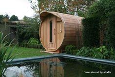 Saunabarrel buitensauna bij zwemvijver www.saunabarrel.be 'Saunabarrel by Modis' : Belgische producent van barrelsauna's