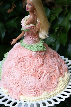 Barbie Doll Cake-- Kendyll wants a princess cake for her birthday. Bolo Barbie, Barbie Cake, Barbie Party, Barbie Dolls, Pink Barbie, Pretty Cakes, Beautiful Cakes, Amazing Cakes, Homemade Birthday Cakes