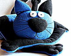 Pillow toys with their hands. Very nice pillow like kiddies. You can sew, there pattern. Crazy Cat Lady, Crazy Cats, Doll Toys, Dolls, Embroidery Art, Fabric Patterns, Diy For Kids, Easy Crafts, Doll Clothes