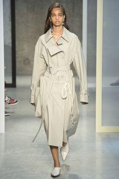 Marni Spring 2017 Ready-to-Wear Collection Photos - Vogue