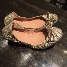 Frye Carson collapsible ballet flats size 8 Awesome flats fold up. Size 8 Frye Shoes Flats & Loafers