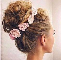 @nourhashemlebanesehairstyle Guarda anche: Le acconciature di primavera con i fiori tra i capelli