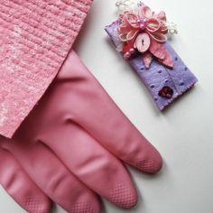 La mia spilla nata dal riciclo di guanti e panni spugna Vileda