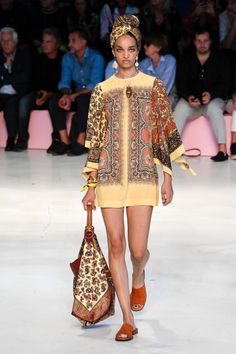 Etro Spring 2019 Ready-to-Wear Collection - Vogue Spring Fashion Trends, Spring Summer Fashion, Runway Fashion, Fashion Outfits, Fashion Women, Vogue, Fashion Show Collection, Mode Inspiration, African Fashion