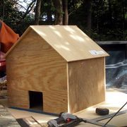 As cooler weather moves in, cats and kittens living outside will need a warm place to sleep and a shelter from the cold rain, sleet and snow. Cats like to stay very warm and will welcome a shelter, especially if you situate it in a sunny spot to catch the morning warmth. You can build them a cat house just like a dog house, only with a smaller...