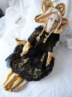 Античная французский будуар куклы антикварные ткани кукла 1920-е годы ручной росписью французской куклы, соломенные заполнено W керамические руки, ноги, атлас ж кружевными тканями Ч ТО