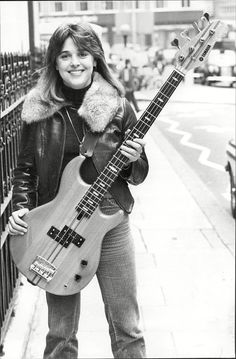 UNDER THE MICROSCOPE: Suzi Quatro, answers our health quiz Suzi pictured in her younger days with her bass guitar. Female Guitarist, Female Singers, Yamaha Bass Guitar, Bass Guitars, Health Quiz, Bass Guitar Lessons, Guitar Chords, Women Of Rock, Guitar Girl