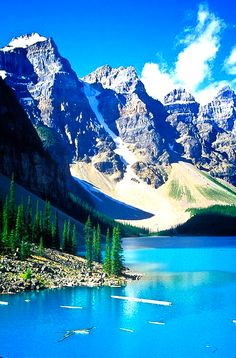 Moraine Lake in Banff National Park, Alberta, Canada. Banff National Park, National Parks, Places To Travel, Places To See, Travel Destinations, Bergen, Lago Moraine, Wonderful Places, Beautiful Places