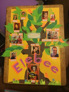 Ideas Family Tree Poster Ideas For School Children Diy Christmas Tree, Christmas Tree Decorations, School Projects, Projects For Kids, Diy Family Tree Project, Family Tree For Kids, Family Trees, Family Tree Poster, Family Collage