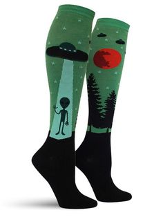 Continue holding onto the unpopular opinion by rocking these uniquely detailed alien abduction socks, complete with UFO, trees, and an ominous red moon.