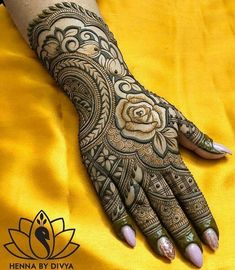 No wedding look is complete without one's mehndi-clad hands. Check out these rose design mehndi looks that will look breathtaking on every bride and her bffs! Floral Henna Designs, Mehndi Designs Feet, Latest Bridal Mehndi Designs, Henna Art Designs, Mehndi Designs For Beginners, Modern Mehndi Designs, Engagement Mehndi Designs, Mehndi Design Pictures, Mehndi Designs For Girls