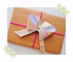 idea para envolver regalos con un lazo facil