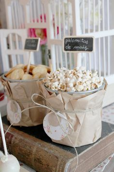 sweet-table-primers-comunion-boda-bautizo-fiesta Can just use the Tulip Tags as Candy/Pop corn Tags Candy Table, Candy Buffet, Dessert Table, Bar A Bonbon, Popcorn Bar, Popcorn Station, Snack Station, Festa Party, Snacks Für Party