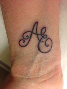 tatuagens de iniciais no pulso famosas - Pesquisa Google