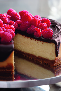 Dark Chocolate Ganache Cheesecake – See this gorgeous cheesecake recipe topped with dark chocolate ganache and with fresh raspberries? It can be chilling in your refrigerator in just 35 minutes.