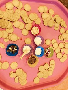 Biscuit decorating tuff tray