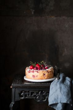 Torta di albumi alle ciliegie | Smile, Beauty and More/soft egg cake with cherries  ingredients for a mold 18 cm  300 g of pitted cherries  5 egg whites  150 g of brown sugar  100 g of almond flour  50 g of multi cereal flour  50 g of sliced ​​almonds  100 g of butter  1/2 teaspoon baking powder  1 pc of salt
