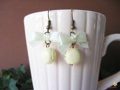 boucles d'oreilles macarons vanille nœuds pâte polymère fimo BOG10 : Boucles d'oreille par lutinette40
