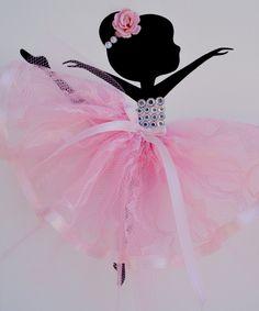 Sticker chambre d'enfant rose et blanc. Ensemble de trois toiles à la main avec des ballerines de danse en tutus roses. Chaque toile est de 8 «X 10». Le fond et les ballerines sont peints avec de la peinture acrylique. Danseurs sont décorées avec des robes en tulle et dentelle, rubans