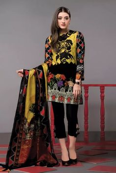 This season, Ethnic by Outfitters Festive Collection 2018 flutters between traditional fantasy and classicism. You will be maharani in your own when you will go to attend any Eid party wearing any number from this summer lawn collection. Pakistani Dresses Online, Pakistani Outfits, Pakistani Clothing, Simple Dresses, Casual Dresses, Fashion Pants, Fashion Dresses, Women's Fashion, Beautiful Outfits