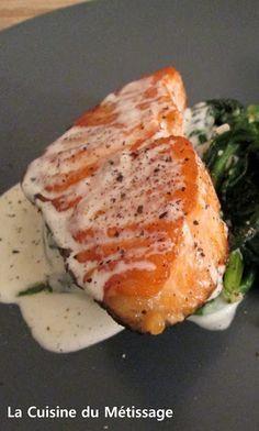 Pavé de Saumon, Crème d'ail et Parmesan Shellfish Recipes, Seafood Recipes, Cooking Recipes, Healthy Recipes, Salty Foods, How To Cook Fish, Weird Food, Fish And Seafood, Salmon Recipes