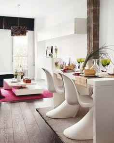 Fuschia rug with high gloss white modern table